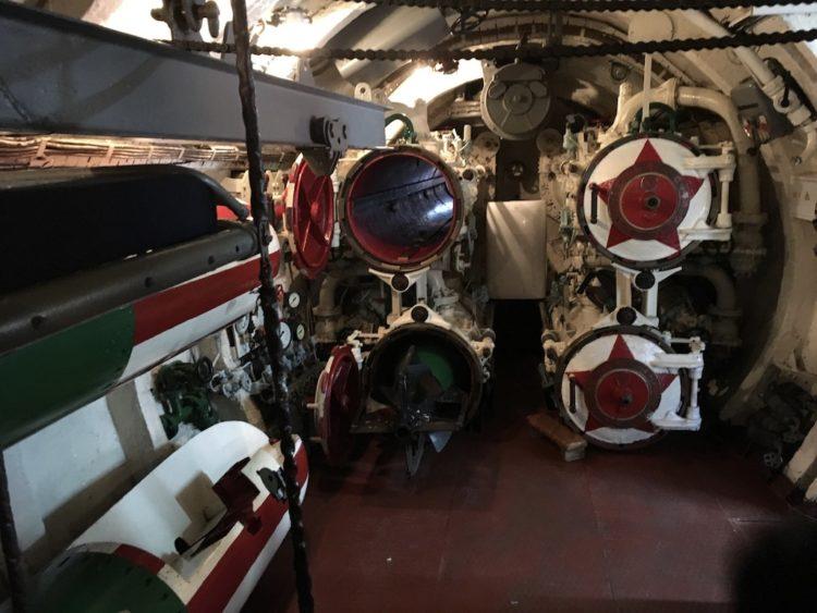 ウラジオストク潜水艦C−56博物館の潜水艦艦内