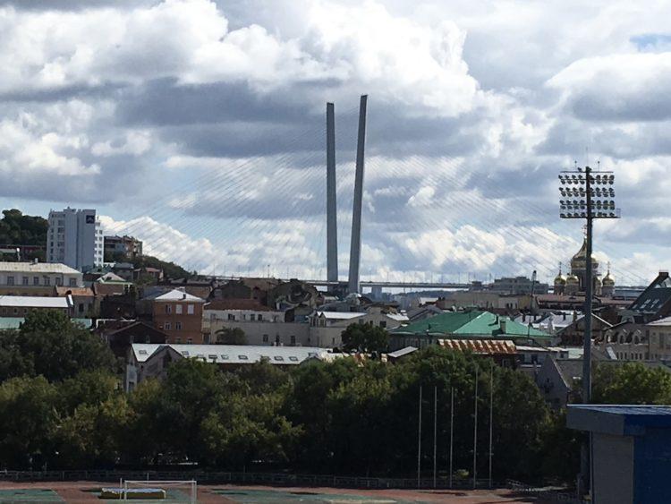ウラジオストクスポーツ広場の遊園地の観覧車からの眺め