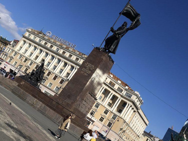 ウラジオストク中央広場の革命戦士の像