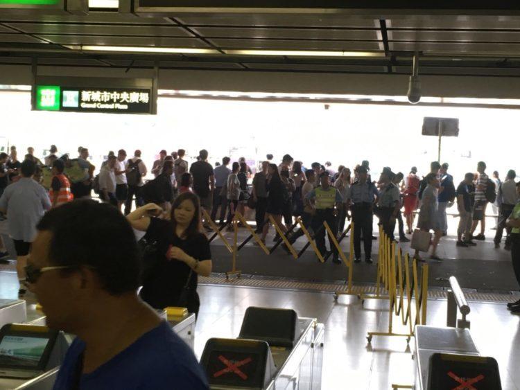香港で帰宅難民に!最強シグナル10の2018年の香港に直撃台風22号マンクット通過翌日のサーディン駅(沙田駅)