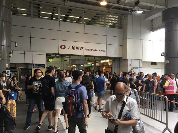 香港で帰宅難民に!最強シグナル10の2018年の香港に直撃台風22号マンクット通過翌日のタイポマーケット駅