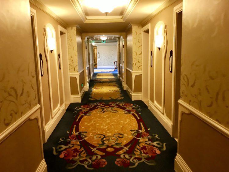 上海ディズニーランドホテル クラブレベルの部屋へ続く廊下
