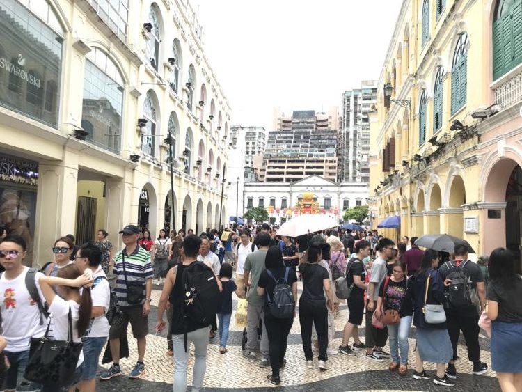 聖ドミニコ教会からセドナ広場への道