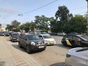 ウラジオストクサーカス開演前の道理はは送迎の車で渋滞