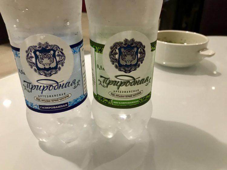 ウラジオストク空港のお水とスープ