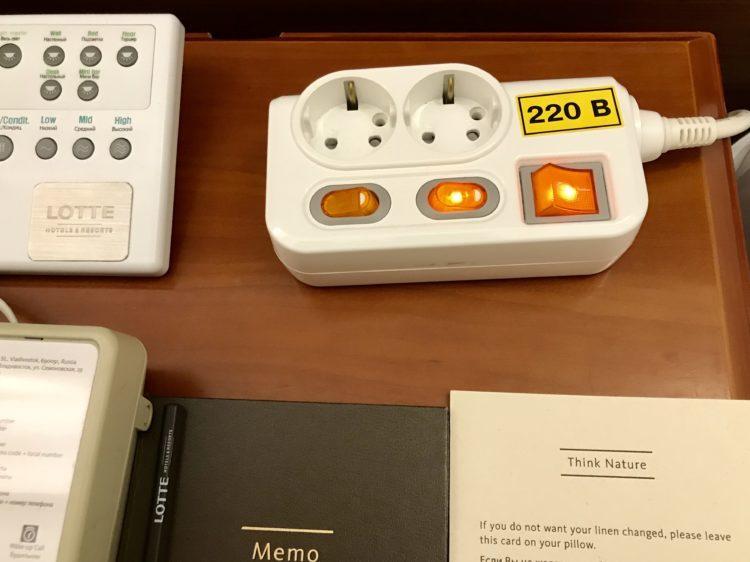 ウラジオストク ロッテホテル スタンダードダブルの部屋の電源コンセント