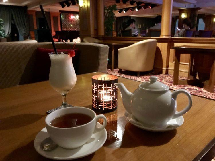 ウラジオストク ロッテホテルのバーで紅茶とノンアルコールピニャコラーダ