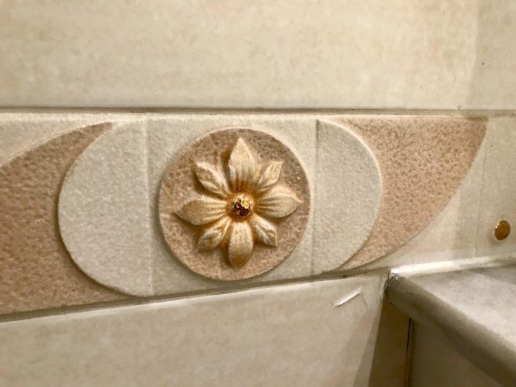 ウラジオストク ベルサイユホテルの客室内バスルーム