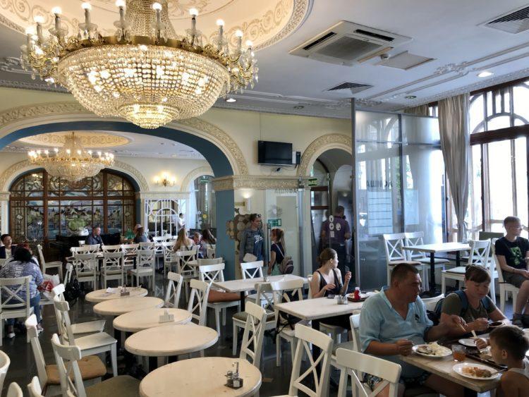ウラジオストク ベルサイユホテルの朝食スタローヴァヤ ニルィダイ