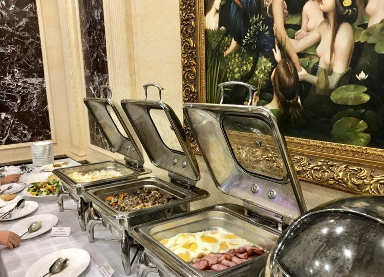 ウラジオストクの宮殿ホテルヴィラ アルテ ホテル( Villa Arte Hotel)の朝食