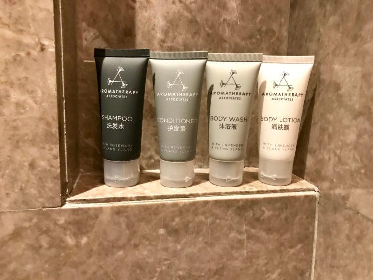 JWマリオット・マーキス・ホテル上海浦のデラックスリバービューの客室内のアメニティはアロマセラピー アソシエイツ