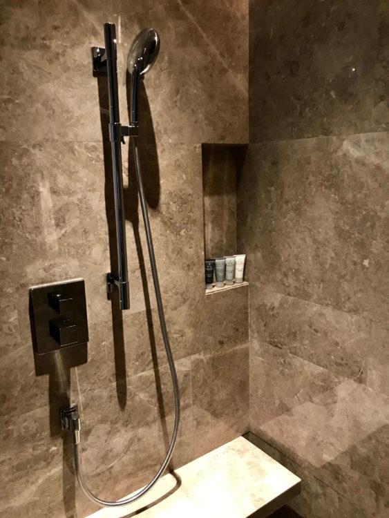 JWマリオット・マーキス・ホテル上海浦のデラックスリバービューの客室内シャワールーム