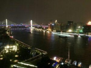 JWマリオット・マーキス・ホテル上海浦のデラックスリバービューの客室からの南浦大橋の眺望