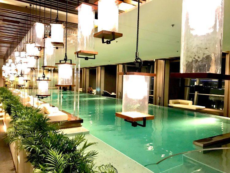 JWマリオット・マーキス・ホテル上海浦のプール