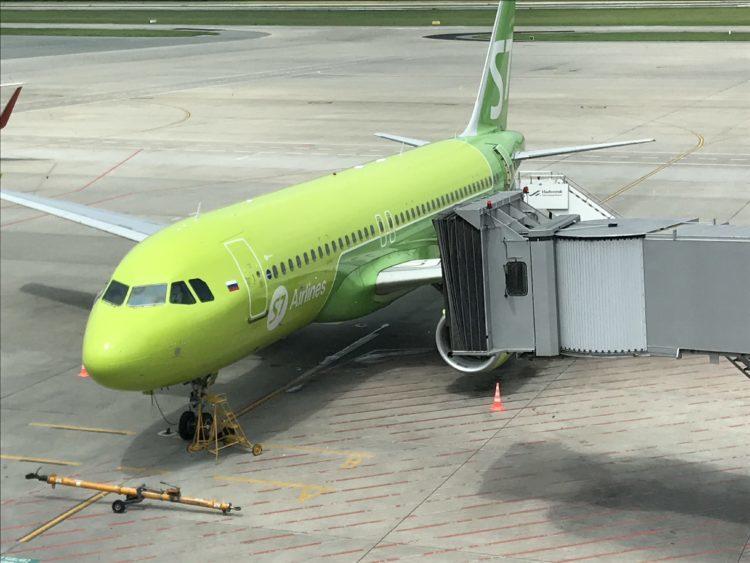 ウラジオストク空港のラウンジへは飛行機が見えたら右折