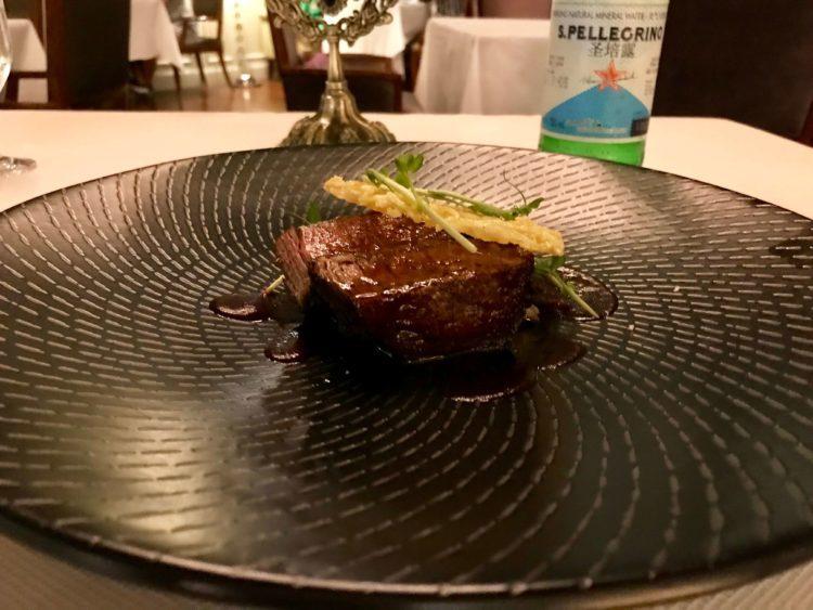 ウォルドルフ アストリア 上海 オン ザ バンド内レストラン Pelham'sのステーキ