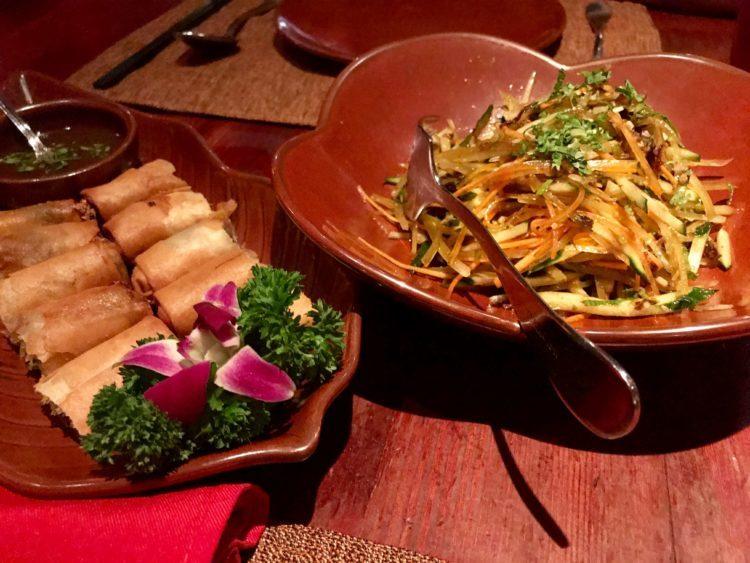 上海 外灘で絶対外せない雲南料理レストラン Lost Heavenの春巻とサラダ