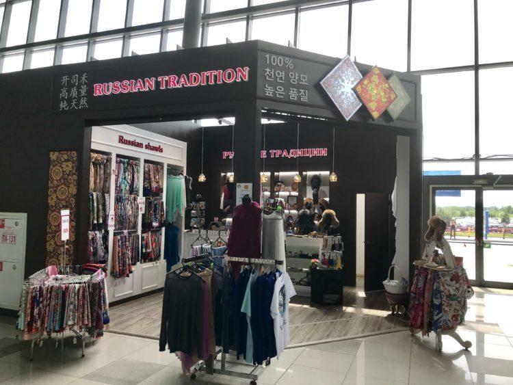 ウラジオストク空港のロシアショール専門店