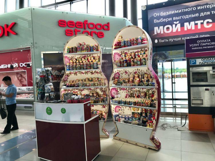 ウラジオストク空港のマトリョーシカおみやげ店
