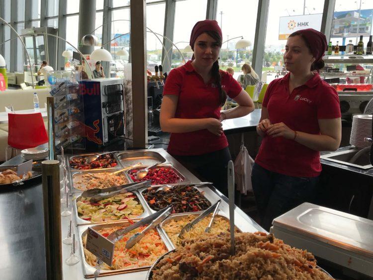 ウラジオストク空港内のレストランLUCKY EAST FOOD