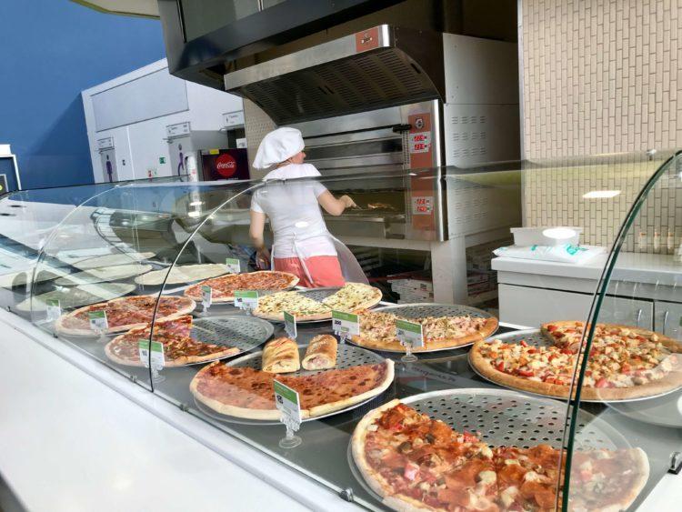 ウラジオストク空港内のピザ屋