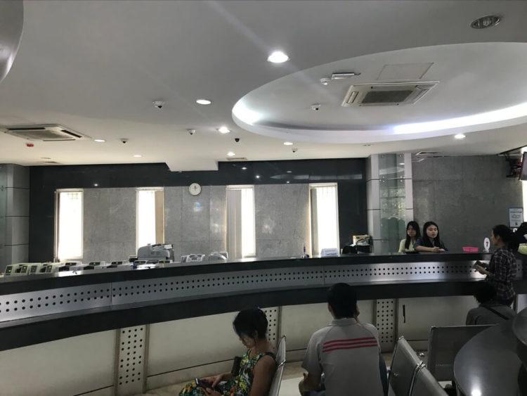 カンボーザ銀行(KBZ銀行)窓口カウンター