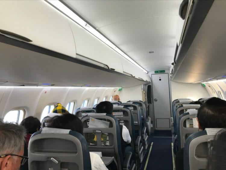 ヤンゴンから世界三代仏教遺産バガンへ向かうはミャンマー国営航空のプロペラ機機内
