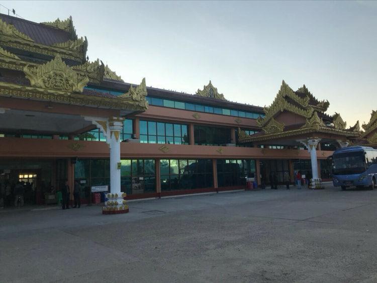 ヤンゴンから世界三代仏教遺産バガンへ向かうはミャンマー国営航空で到着したバガン空港外観