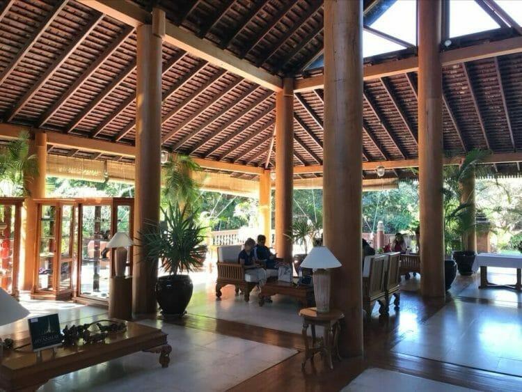 世界三代仏教遺産バガンのオールドバガン内にあるザ ホテル@タラバー ゲートのロビー