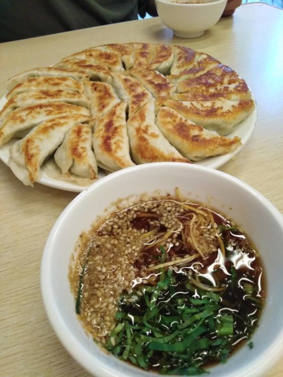 ミャンマー・ヤンゴンの餃子レストラン、金餃子(Golden Dumpling)の焼き餃子