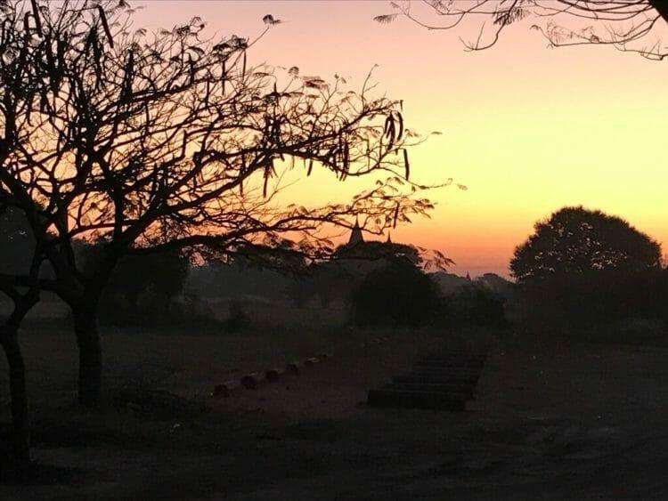 世界三代仏教遺産バガンで行われたマラソン大会、Myanmer Run2019@Bagan参加中に見た朝焼け