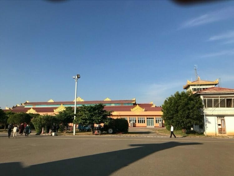 ヤンゴンから世界三代仏教遺産バガンへ向かうはミャンマー国営航空で到着したバガン空港