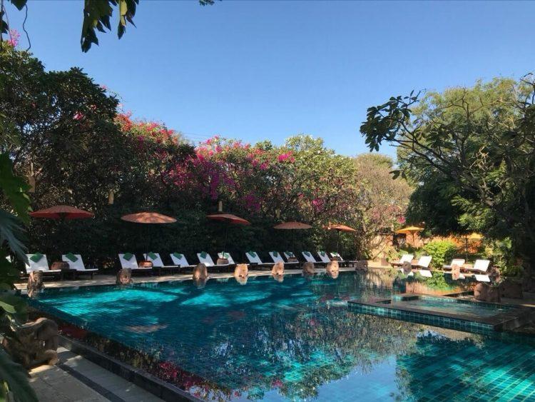 世界三代仏教遺産バガンのオールドバガン内にあるザ ホテル@タラバー ゲートのプール