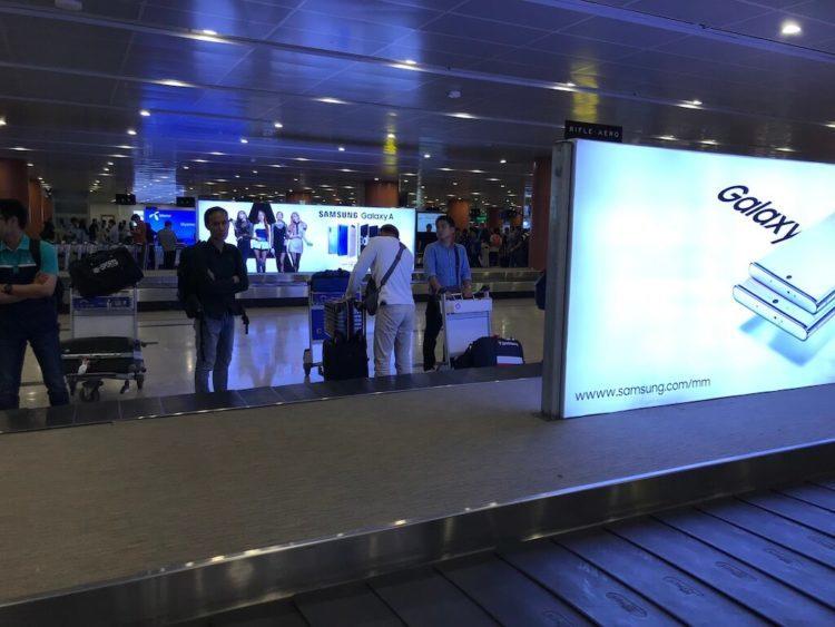 アジア最後のフロンティアといわれるミャンマーのヤンゴン国際空港の機内預け荷物のターンテーブル