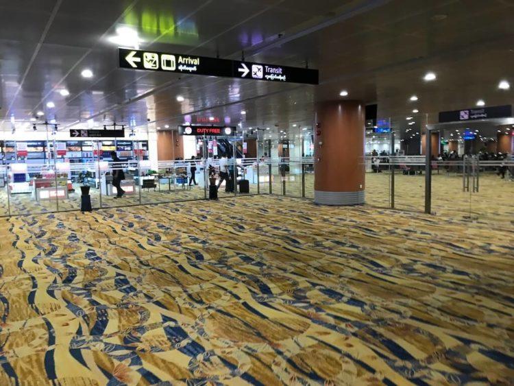 アジア最後のフロンティアといわれるミャンマーのヤンゴン国際空港の国際線ターミナル到着ロビー。