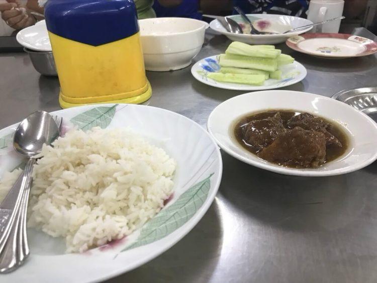 ヤンゴンの超有名ヒンレストラン、203 Myanmar Curry Restaurant(203ミャンマーカレーレストラン)の豚肉ヒン(ウェッターヒン)