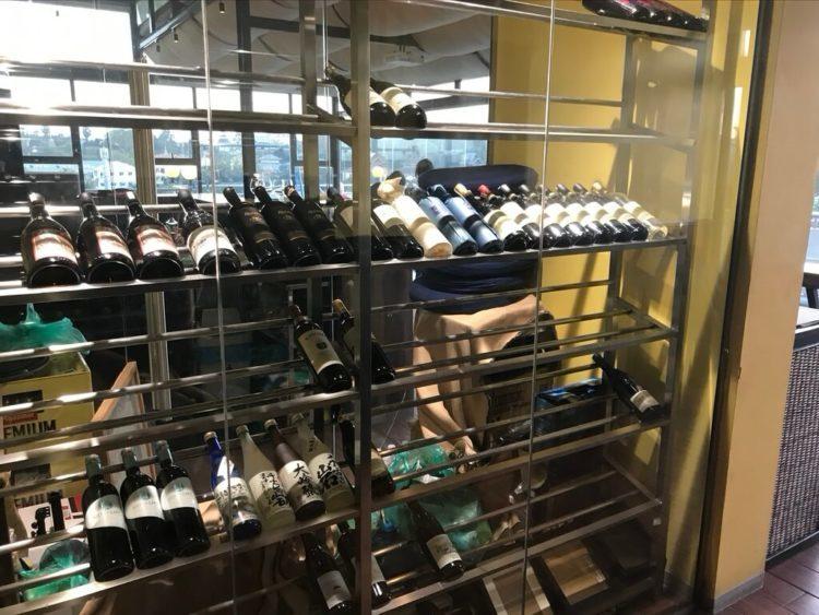 ミャンマー東屋ホテル ヤンゴンのバー「月とワイン」のワイン