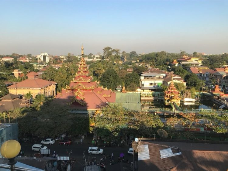 ミャンマー東屋ホテル ヤンゴンの屋上露天風呂温泉と水風呂からの眺め