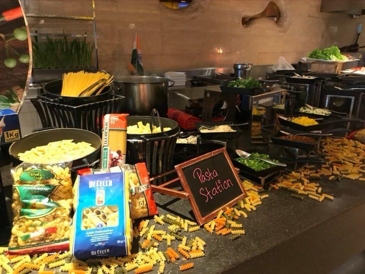 ノボテルヤンゴンマックスのサンデーブランチビュッフェのレストランのパスタステーション