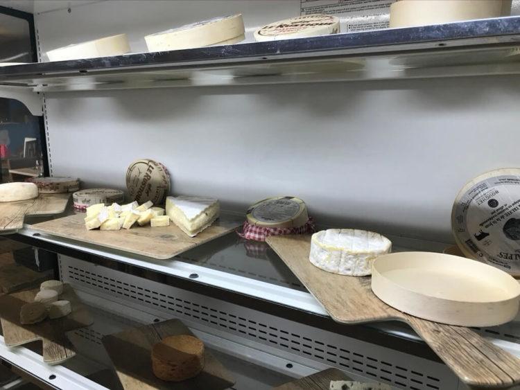 ノボテルヤンゴンマックスのサンデーブランチビュッフェのレストランのチーズ