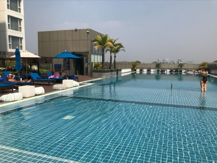 ノボテルヤンゴンマックスホテルのプール