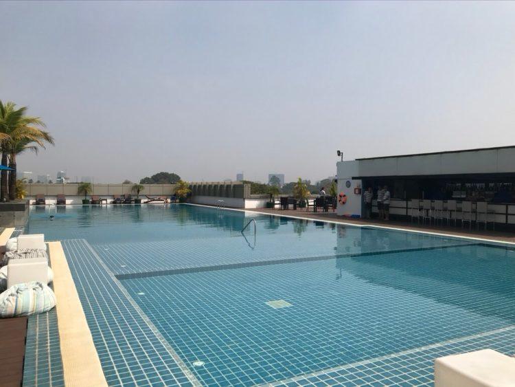 ノボテルヤンゴンマックスホテルの6階のプール
