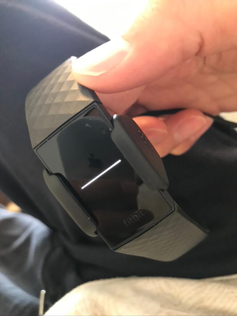 フィットビット チャージ4(fitbit charge 4)のセットアップが完了すると、デバイスが自動で起動