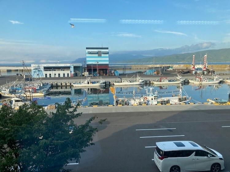 日本一周Nバン車中泊 車中泊できる道の駅 みなとま〜れ寿都の2階からみた漁港の風景