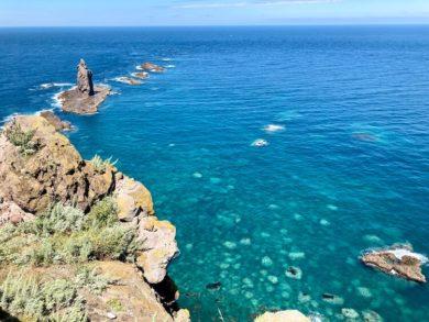 所要時間30分。ようやく神威岩に到達。積丹ブルーがハンパなくキレイ
