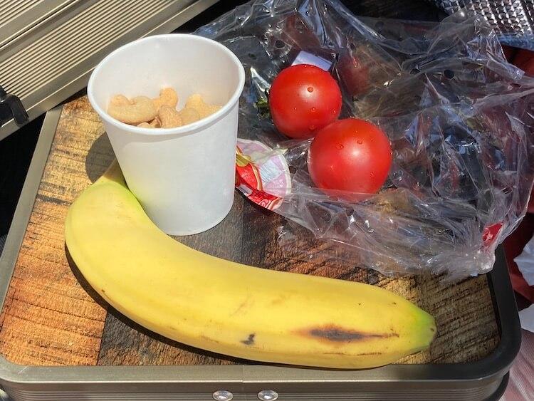 時間がないので神威岬でのランチはバナナとトマトランチは