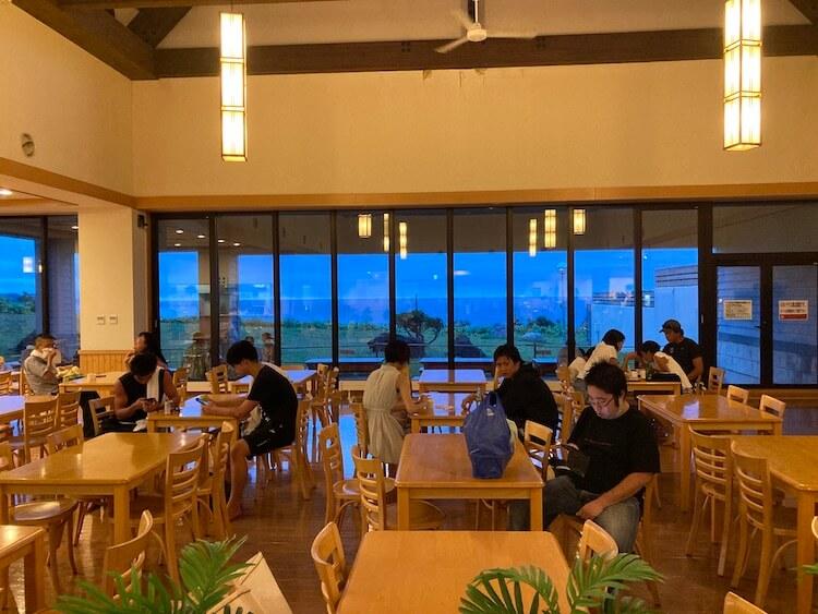 積丹半島の岬の湯しゃこたんのレストラン。海が見えて最高の景色を楽しみながら食事ができる