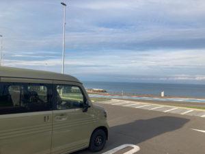 湯巡りNバン日本一周車中泊6日目のよるに宿泊した石狩あいろーど厚田の駐車場から見る石狩湾の景色は最高
