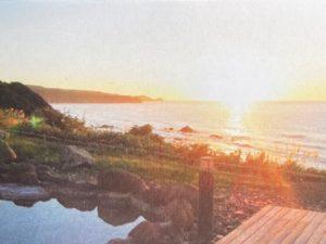 積丹半島にある岬の湯しゃこたん。日没時には最高の夕日と景色を眺められる。