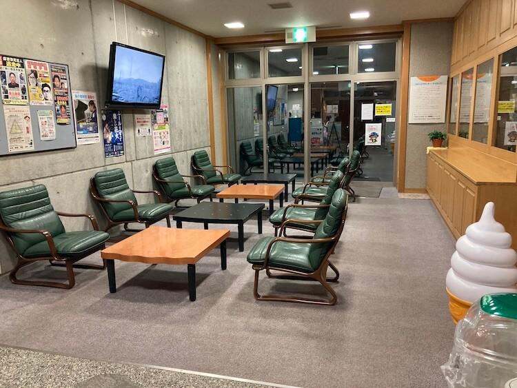 日本一周Nバン車中泊 8日目 道の駅とままえ温泉ふわっと 24時間休憩用ソファが使用可能